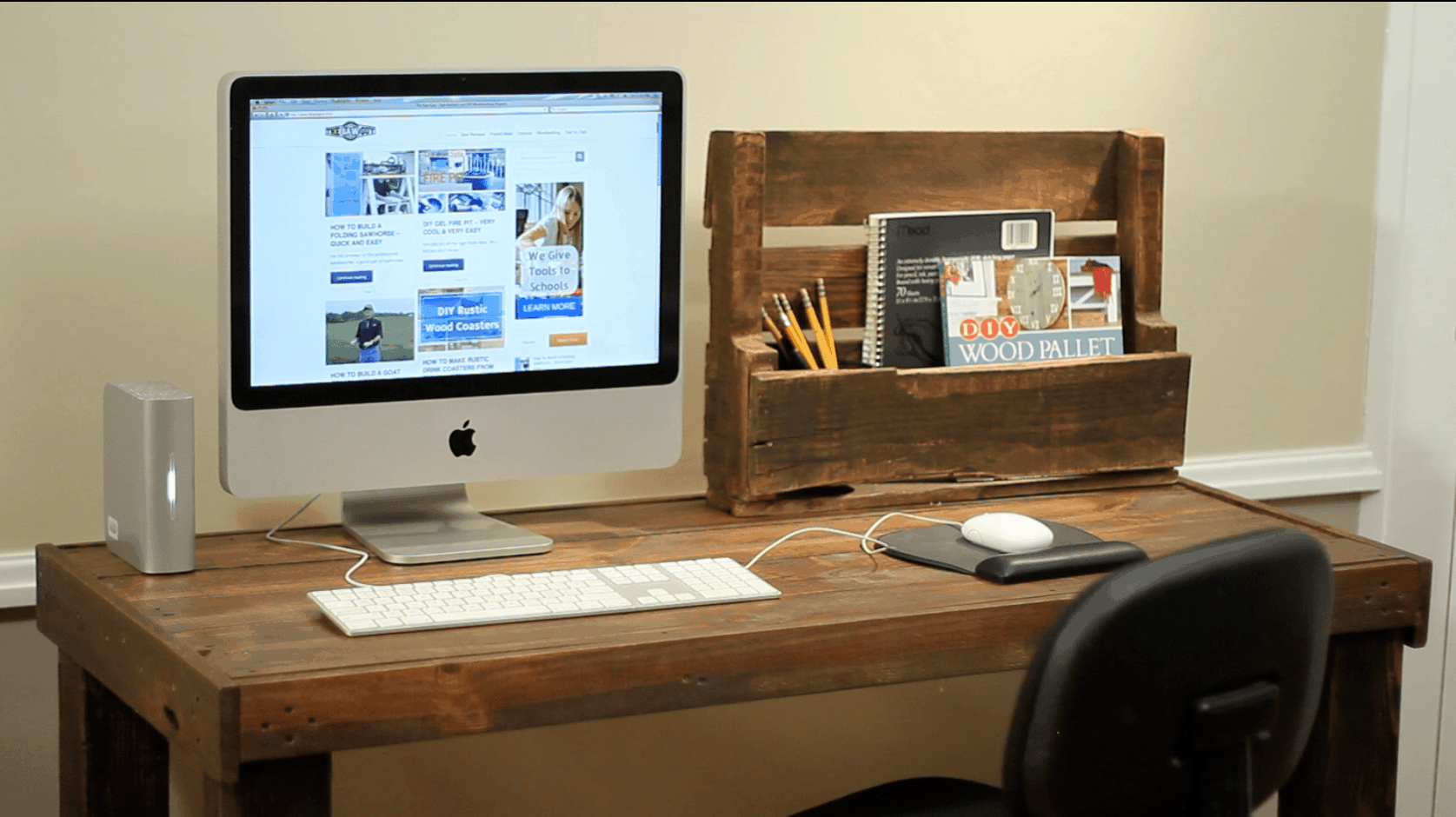 Desk from pallets