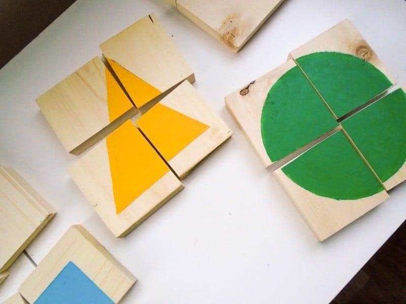 http://intheplayroom.co.uk/2016/02/22/diy-wooden-shape-puzzles/