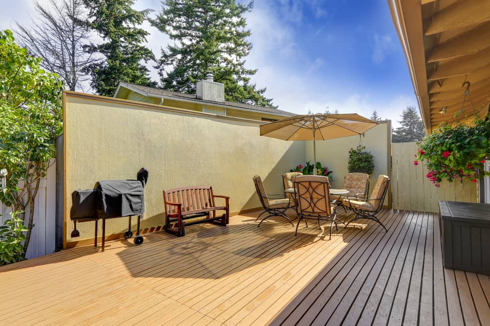 privacy wall deck table chairs
