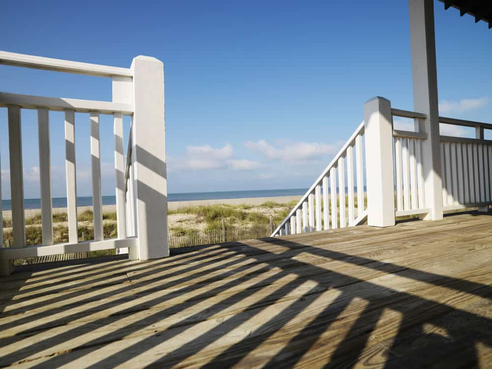 white railing thick posts
