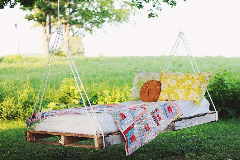 DIY Pallet Swing Bed This DIY pallet swing bed is charming, colorful and inviting. This bed would be a nice spot to take an afternoon nap, read a book or watch the sunrise or sunset. No matter what, it is sure to be something everyone in the family gravitate towards.thesawguy.com