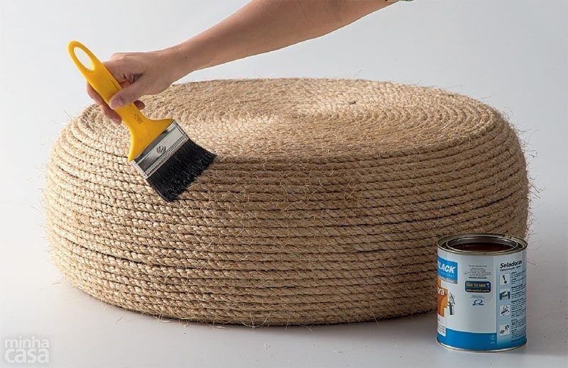 DIY Rope Ottoman Looking for a place for people to kick their feet up? This DIY Rope Ottoman is great for indoors or outdoor decorating. It is sturdy and strong while adding a rustic feel to your space. Plus, it is so easy to make even your kids can help put it together.thesawguy.com
