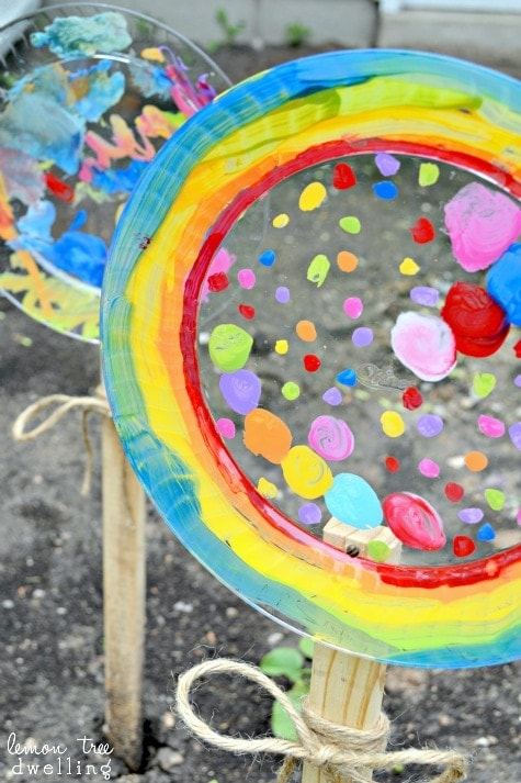 Painted Garden Flowers Don't worry if you don't have tons of live flowers growing in the garden! You can make your own painted garden flowers to add color and a vibrance to your bare backyard. Your kiddos are sure to enjoy this craft.  thesawguy.com