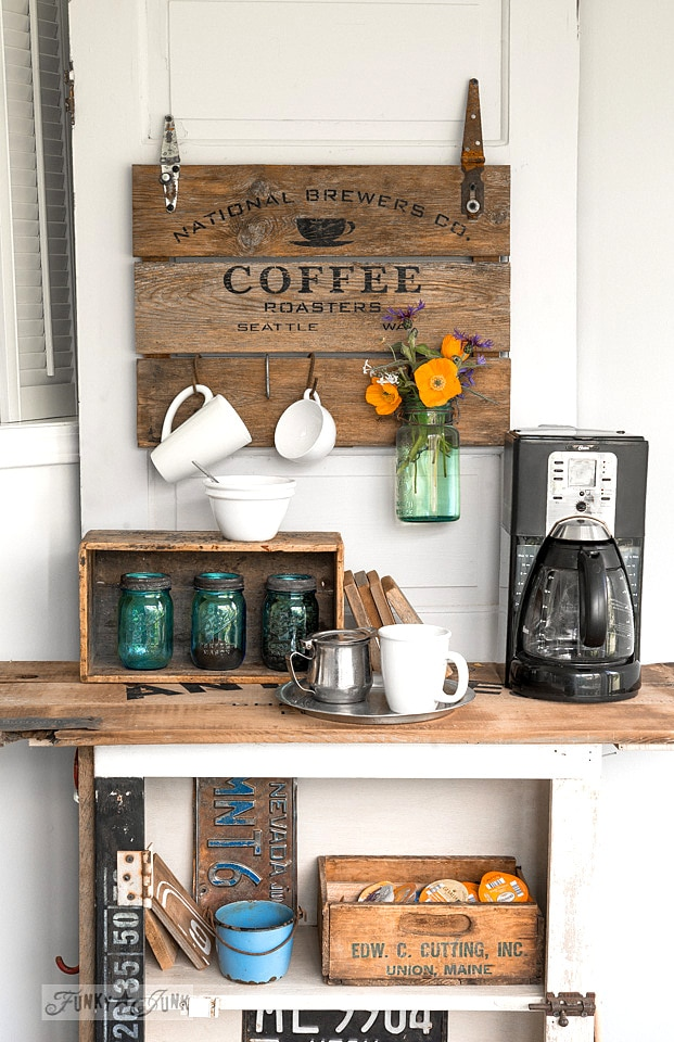 https://www.funkyjunkinteriors.net/2015/05/coffee-crate-lid-sign.html thesawguy.com